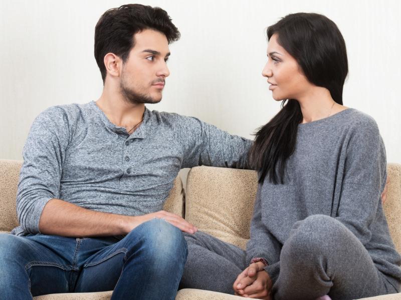 Bayangkan suami sibuk bekerja dan seharian di luar. Begitu juga isteri yang mungkin suri rumah tangga atau juga wanita berkarier. Sudah pasti ada masanya isteri ingin meluahkan perasaan pada suami tapi disalah ertikan oleh suami. Jangan ambil mudah ye wahai suami, sikap anda itu boleh buat isteri anda curang!
