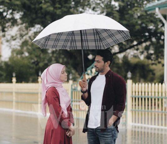 Isteri Jalan Hentak Hentak, Muka Seposen, Adalah Tu Benda Tak Kena